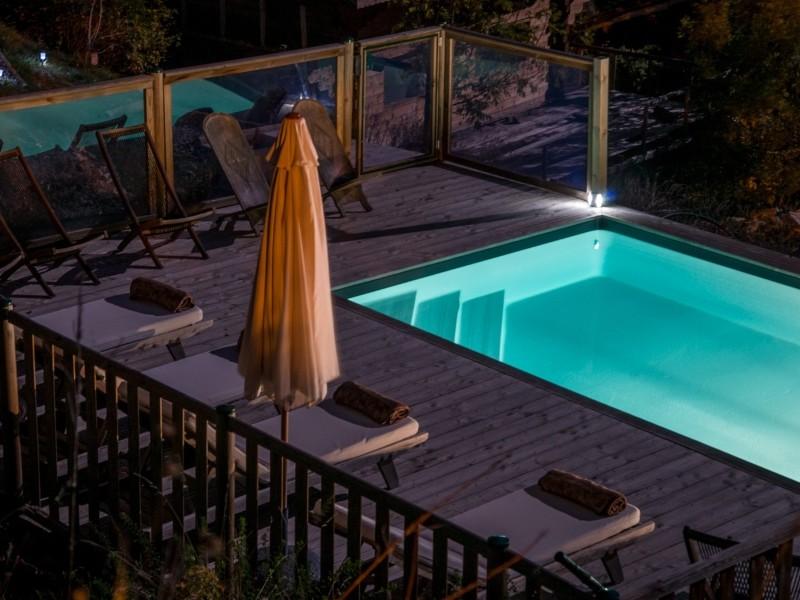 photo de la piscine de la chambre d hote hebergement du week end rafting ou canyoning en ubaye