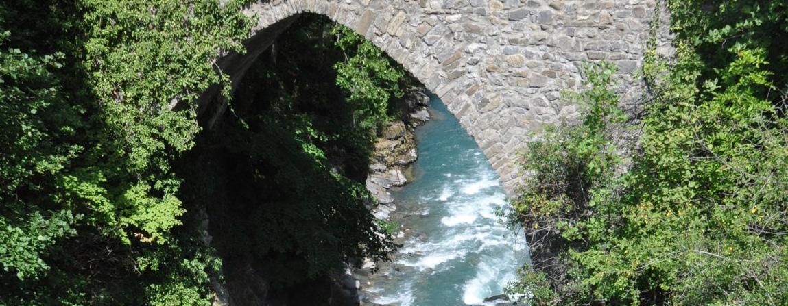 photo du pont romain de la riviere de l'Ubaye
