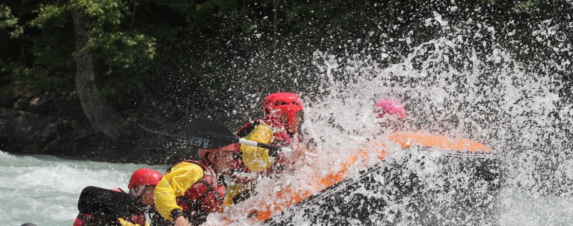 raft fracassant une grosse vague de l'ubaye