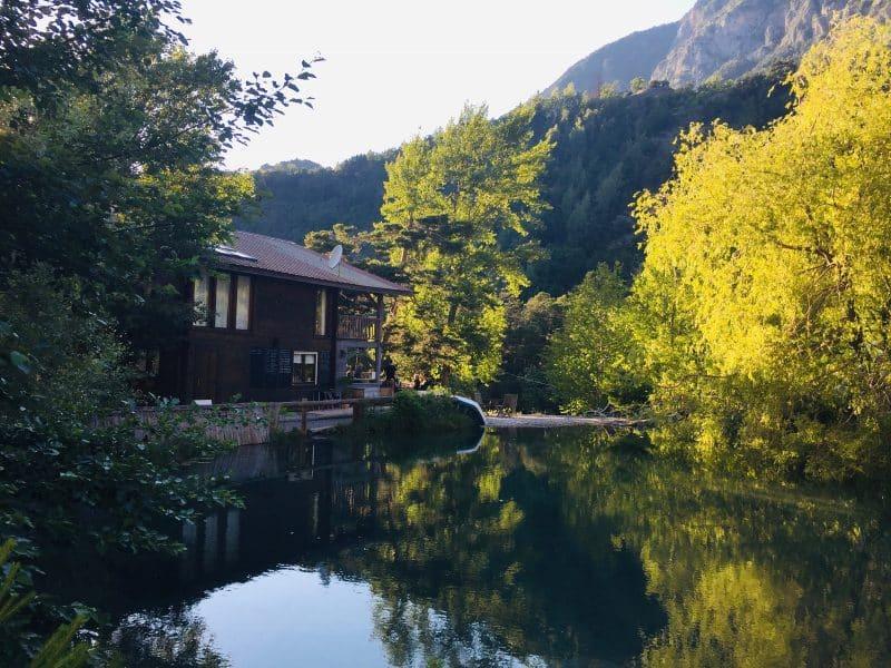 Camping river et son plan d'eau