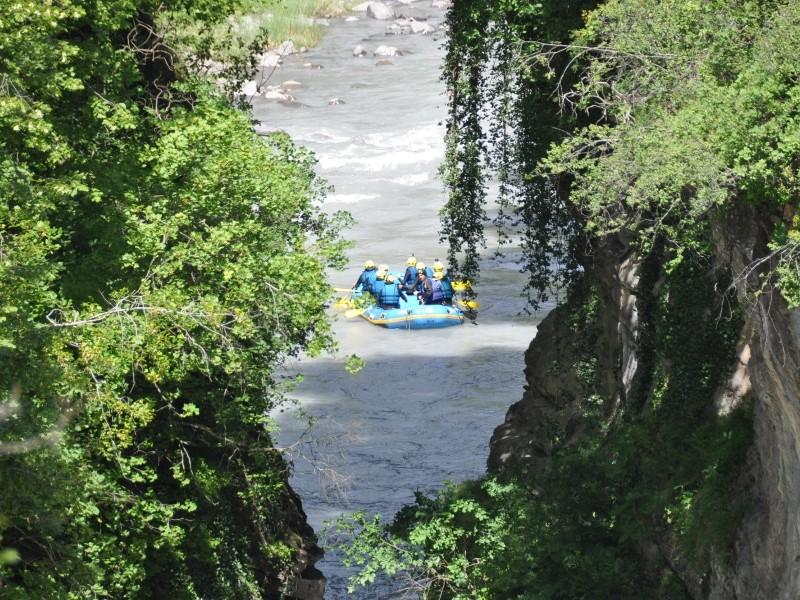 photo d'un paysage des gorges lors d'une descente en rafting sur l' ubaye