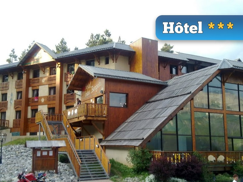 photo de l'exterieur de l'hotel 3 etoiles hebergement du week-end rafting ou canyoning en ubaye