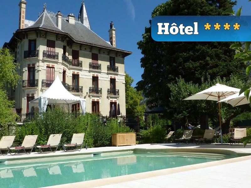 photo de la devanture de l'hotel villa morelia hebergement lors du week-end rafting ou canyoning en ubaye